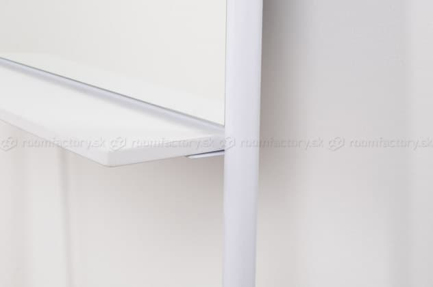 zuiver_leaning mirror_roomfactory_Det2